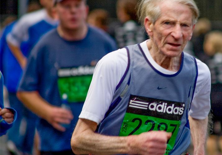 Marathonläufer im Seniorenalter