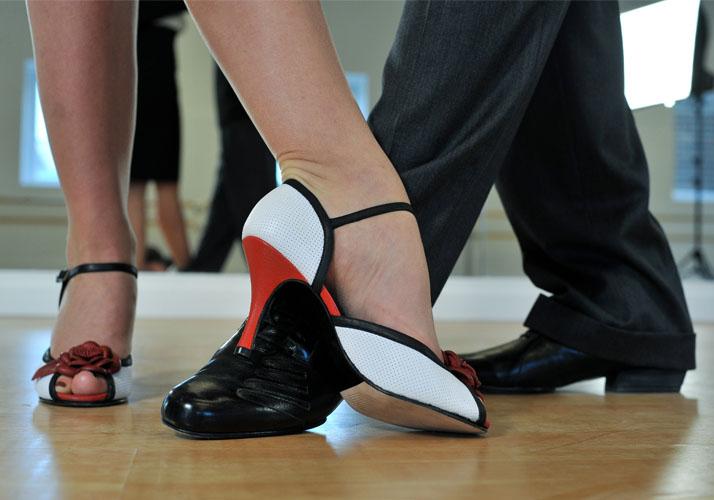 Füße von Tango-Tänzern