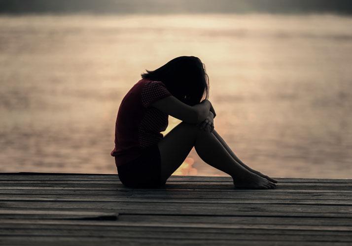 Traurig wirkende Frau